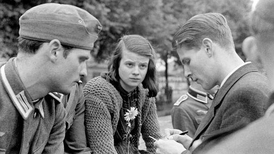 Hans-und-Sophie-Scholl-mit-Christoph-Probst-1942